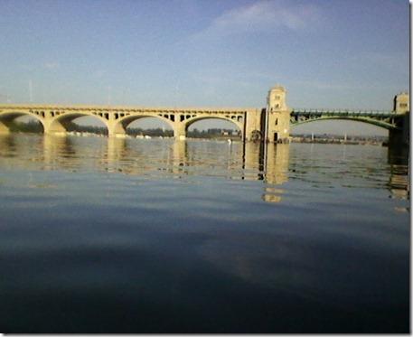 Bridge closer